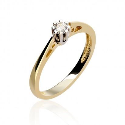 Złoty pierścionek z koroną z białego złota.