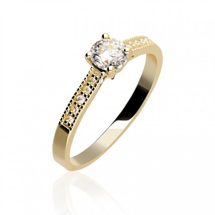 Złoty pierścionek z białą cyrkonią.