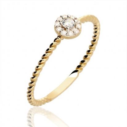 Pierścionek złoty z karbowaną szyną.