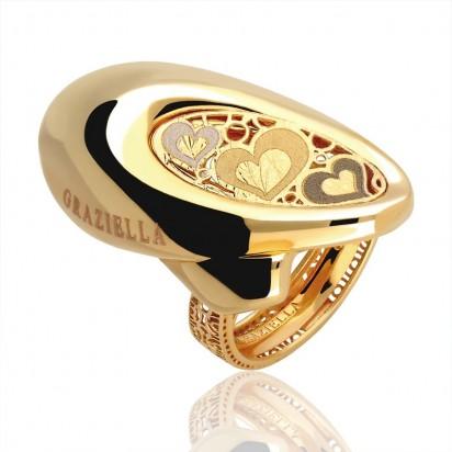 Złoty pierścionek graziella z serduszkami.