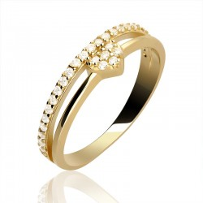 Złoty pierścionek serduszko z cyrkoniami.