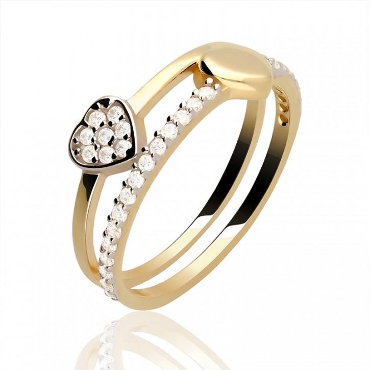 Złoty pierścionek z serduszkiem.