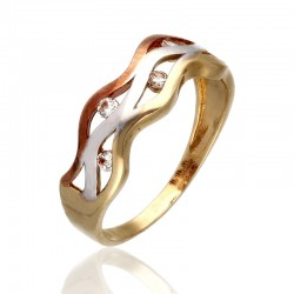 Pierścionek na wzór plecionej obrączki w trzech barwach złota.
