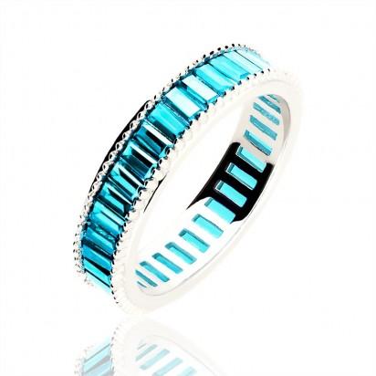 Pierścionek srebrny z błękitną cyrkonią.