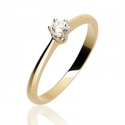 Złoty pierścionek idealny na zaręczyny.