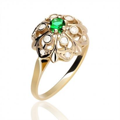 Złoty pierścionek z zielonym oczkiem.