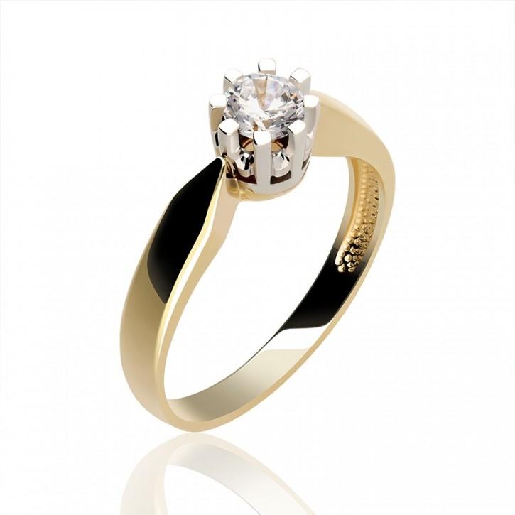 Złoty pierścionek z diamentem idealny na zaręczyny.
