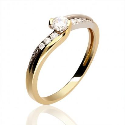 Pierścionek złoty z diamentem.